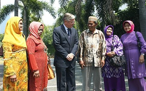 Holanda ji bo komkujiyên li Endonezyayê lêborîn xwest