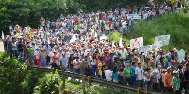 Bi milyonan kedkar li Kolombiyayê daketin kolanan