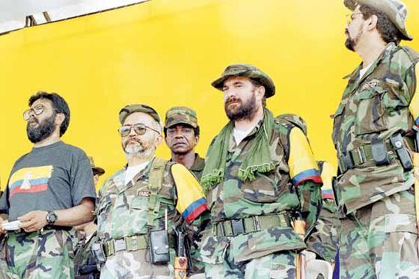 Rêxistina FARCê, çekan datîne û dikeve jiyana siyasî