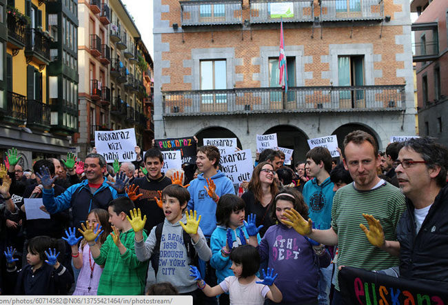 Basque society says 'Euskaraz Bai' -II