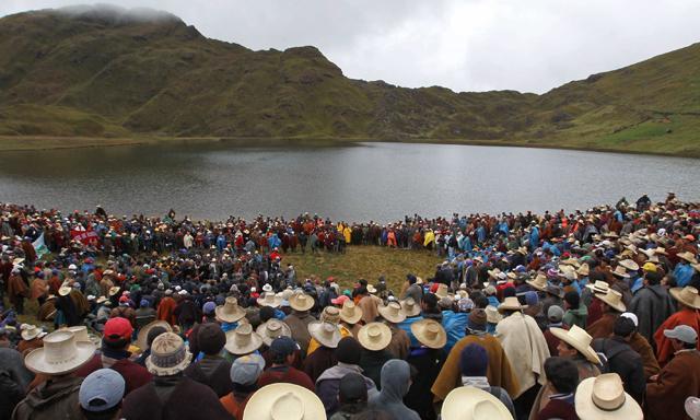 Pevçûna Êtûna Conga: Cajamarca teslîm nabe
